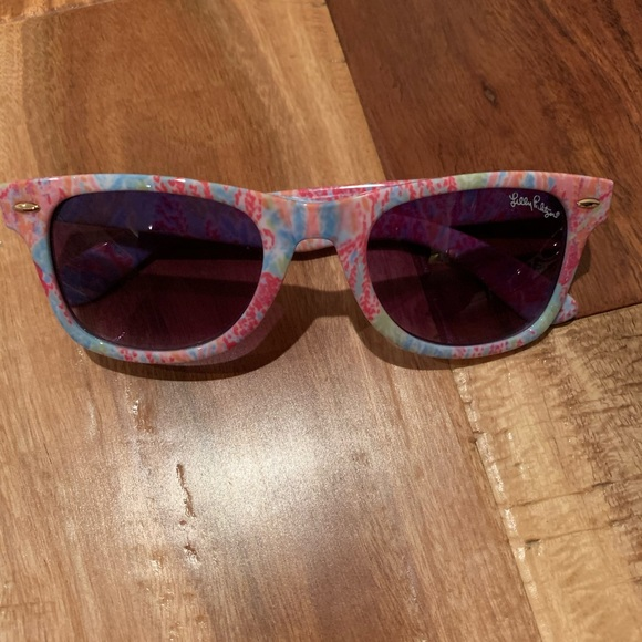 Lilly Pulitzer Accessories - EUC Lilly Pulitzer Sunnies